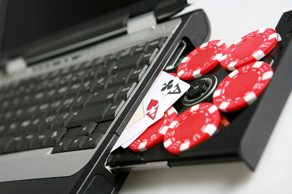 playing online poker